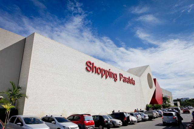 Atendente em loja de shopping