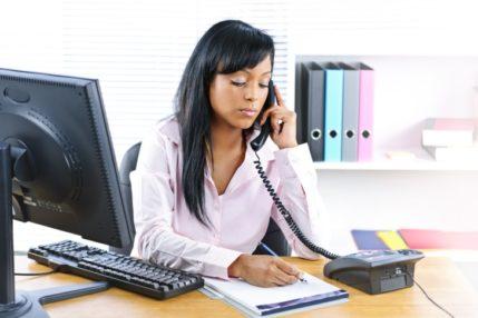 Emprego de Auxiliar Administrativo em Clínica