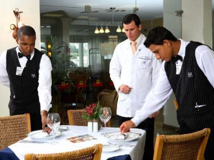 Vaga de garçom para Hotel Villa Bahia