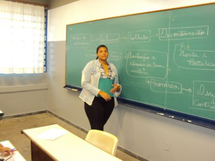 Vagas para auxiliar de classe, pedagoga e professora