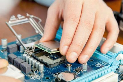 Contrata-se estagiário com conhecimento em informática