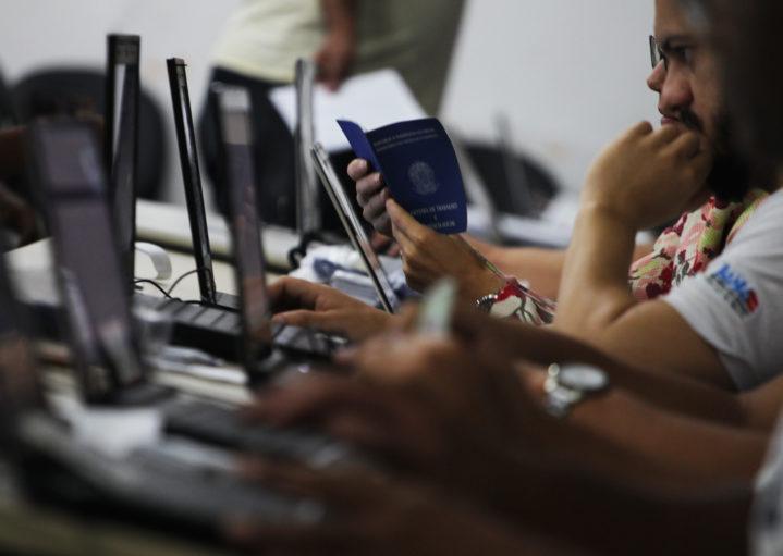 [VAGA2018] – Empresa está contratando Vendedores, Profissionais de TI e Operadores de Telemarketing