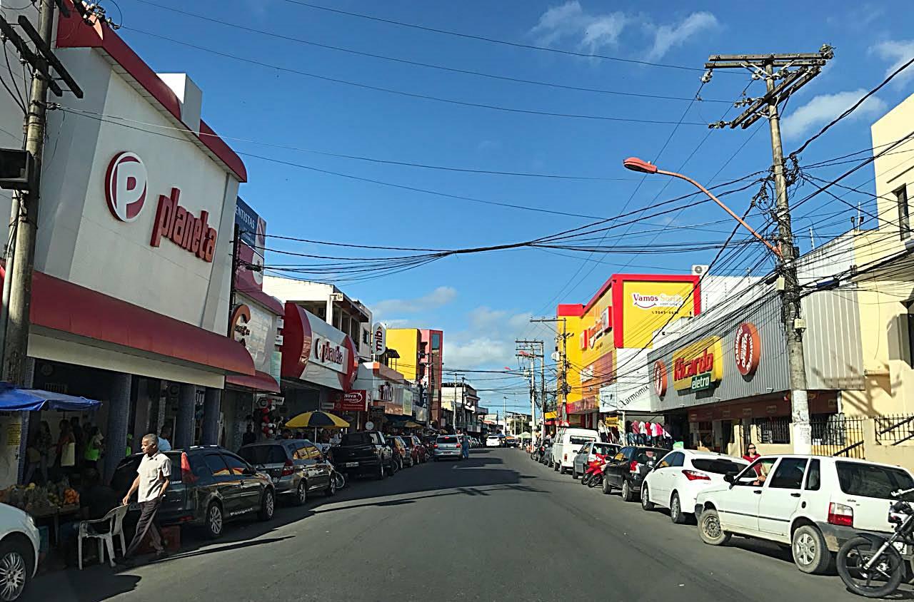 [VAGA2018] – Redes de lojas do Centro de Simões Filho continuam recebendo currículos para vagas de empregos