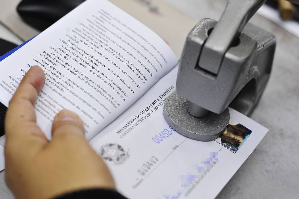 Vaga temporária: Assistente de contratos