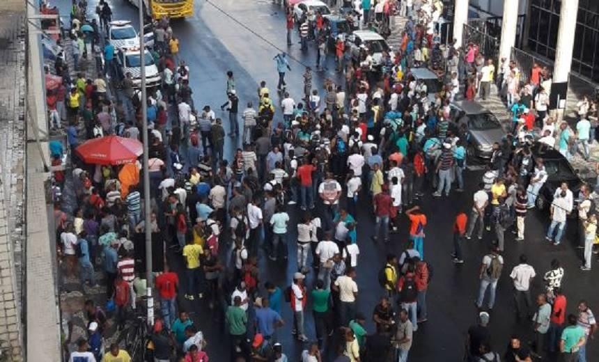 [VAGA2018] – Atraídos por falsas vagas de emprego, candidatos se revoltam e fecham trânsito